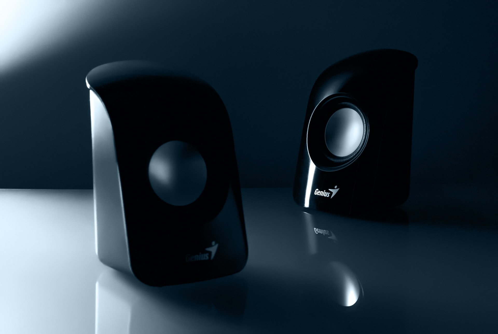 f and d speakers